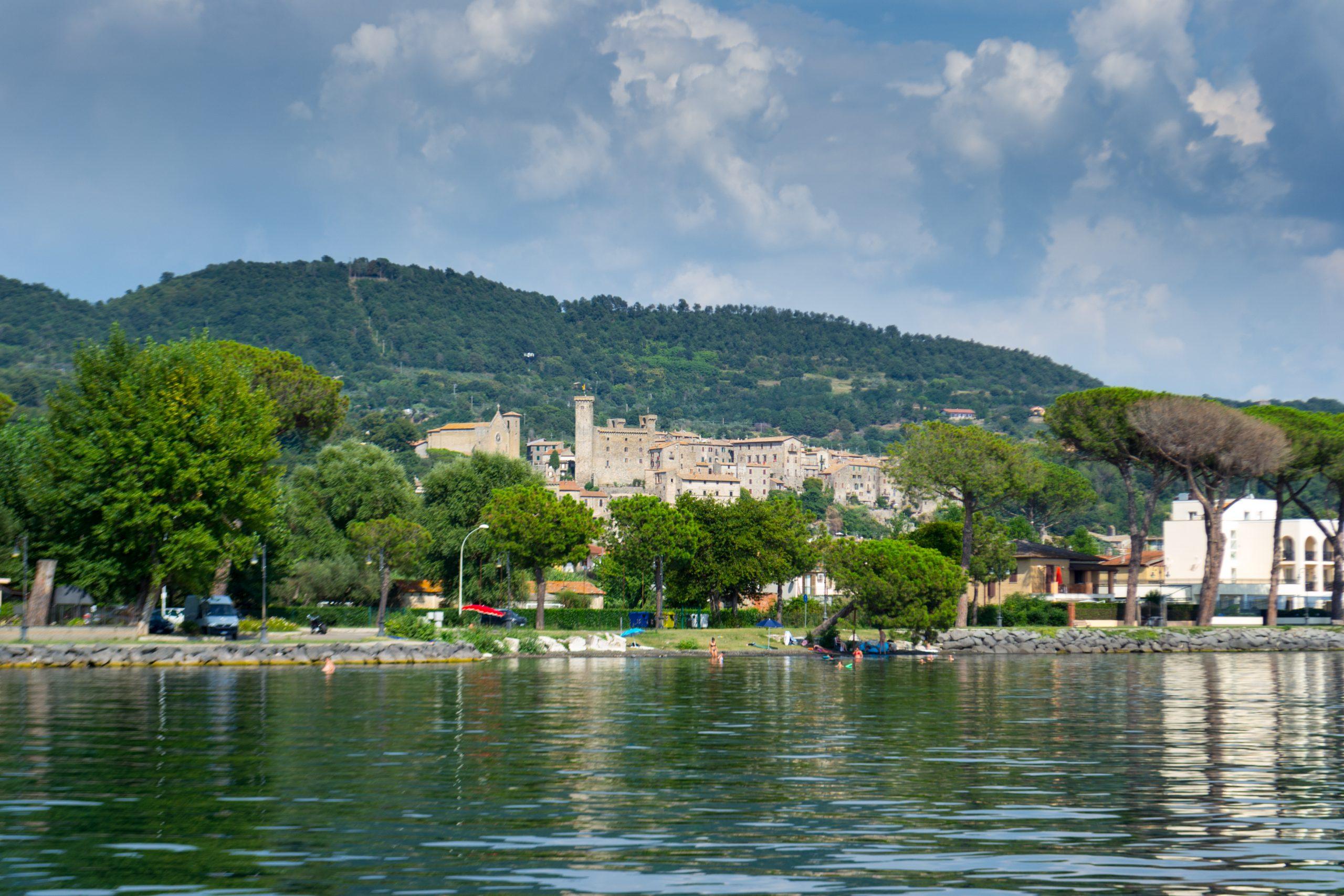 Veduta di Bolsena dal lago di Bolsena